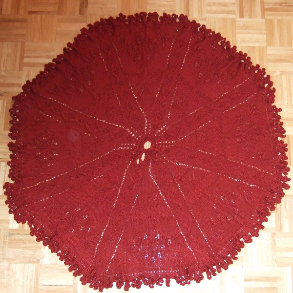 Christmas Tree Skirt Knitting Pattern : Christmas Tree Skirt - Uncategorized - - Mamas Stitchery Projects